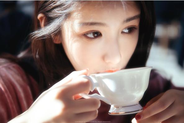 在咖啡馆怎么拍出唯美的人像肖像拍摄?