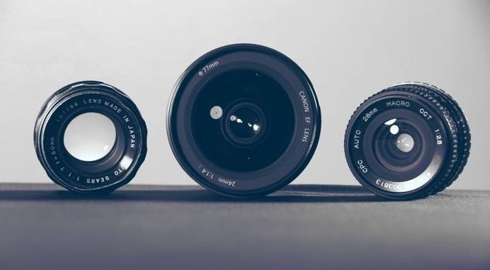 定焦镜头与变焦镜头都有哪些使用优缺点